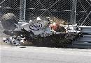 图文:[F1]库比卡撞车事故 径直撞向防护栅栏