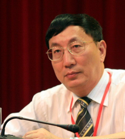 图文:体育旅游博览会发布会 上海体育局邱伟昌