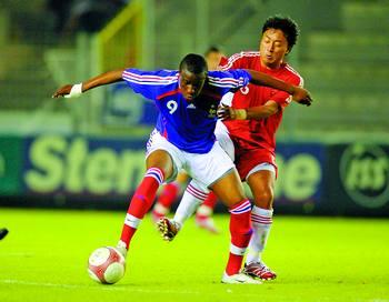 在比赛中展现出血性的国奥队,赢得了球迷和对手的尊重