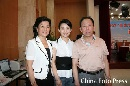 图文:潘晓婷与父母亮相台球厅 一家幸福甜蜜