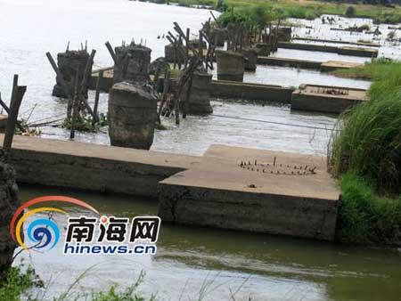 """三次建桥留在江面上的""""半拉子"""""""
