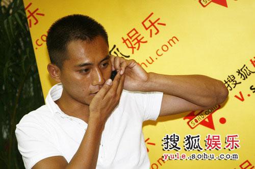 刘烨看起来很忙