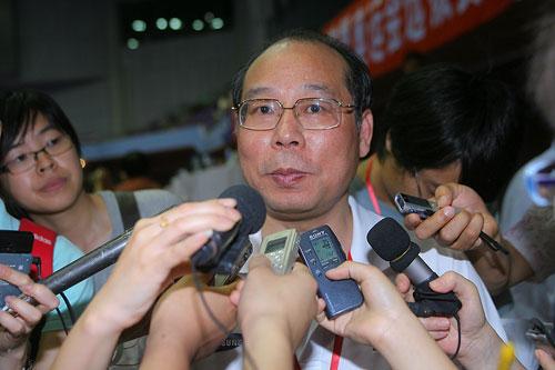 图文:体操全锦赛女团决赛 陆善真接受采访