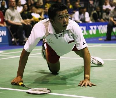 图文:苏迪曼杯次论印尼对阵丹麦 陶菲克伏地
