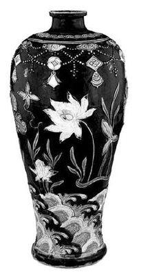 珐华花卉纹梅瓶(明),现存于大英博物馆