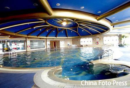 图文:沈阳奥运会指定下榻房间亮相 游泳池