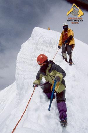 雀儿山登顶后下撤