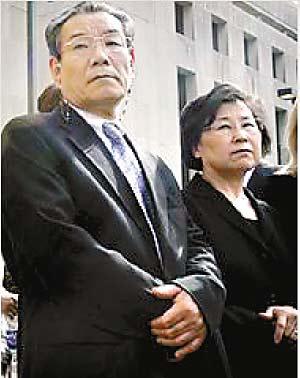 郑家洗衣店店主郑金男夫妇12日出庭作证,他们一家来自韩国。