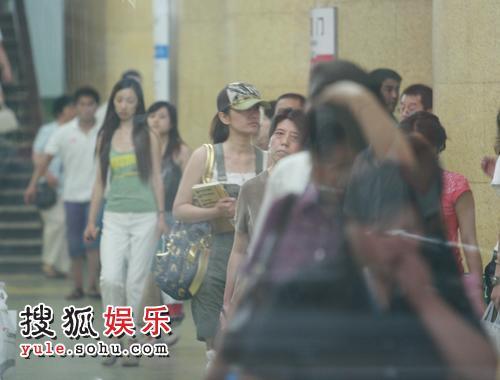 何云伟历任妻子_文中以一万多字的篇幅详述了从2006年11月19日何云伟和妻子梁小娟