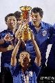 图文:[A3]申花加冕冠军 肖战波高举金杯
