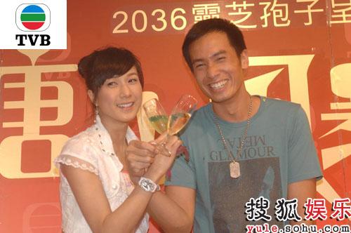 陈豪与钟嘉欣喝起了交杯酒