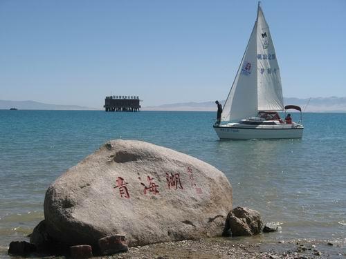 青岛帆船荡漾西海湖畔。郅振璞摄影