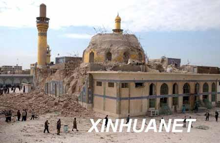 2006年2月22日,阿里·哈迪清真寺遭破坏后的资料照片。