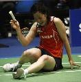 图文:第四轮诸强捉对厮杀 日本混双女选手坐地