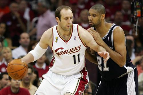 图文:[NBA]总决赛第四场 大Z单打邓肯