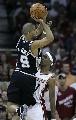 图文:[NBA]总决赛第四场 帕克突破分球