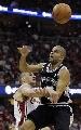 图文:[NBA]总决赛第四场 帕甫洛维奇阻击帕克