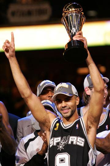 图文:[NBA]马刺淘汰骑士夺冠 帕克获总决赛MVP