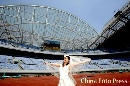 图文:沈阳奥运主题婚纱摄影 蓝天下的飞翔梦想
