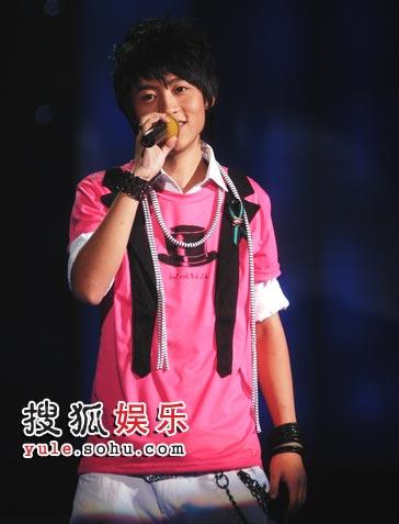 图:快男7进6现场  魏晨笑容甜美