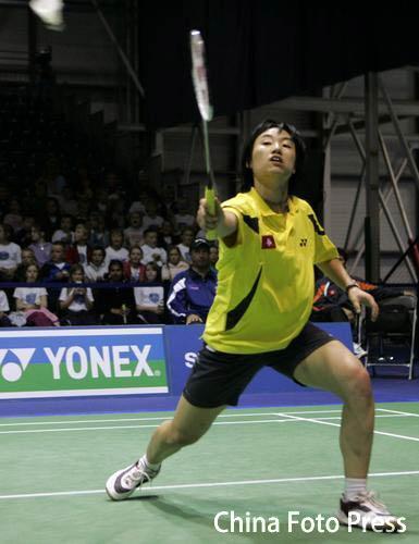 图文:中国香港3-2战胜泰国 叶佩延跨步回球