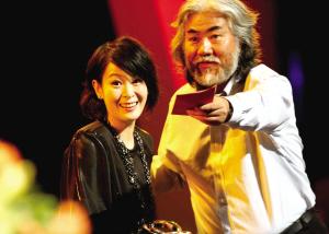 刘若英、孙红雷分获电视剧类最佳女演员和最佳男演员奖。新华社记者 任珑 摄
