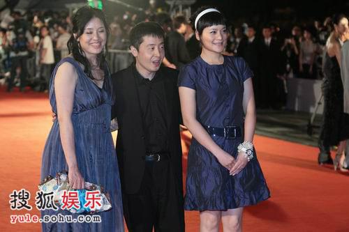 图:上海电影节开幕 贾樟柯美女左右相伴