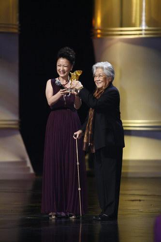 组图:上海电影节开幕 式颁奖礼-张瑞芳获奖