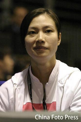 图文:半决赛林丹2-1孙升模 谢杏芳看台观看比赛
