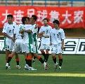 图文:[中超]大连1-3浙江绿城 队员庆祝