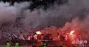 图文:[中超]天津1-0北京 主场疯狂球迷