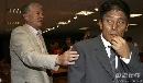 图文:[中超]天津1-0北京 老雅安慰铁帅