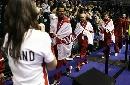 图文:印尼3-2胜英格兰进决赛 英格兰队员领奖