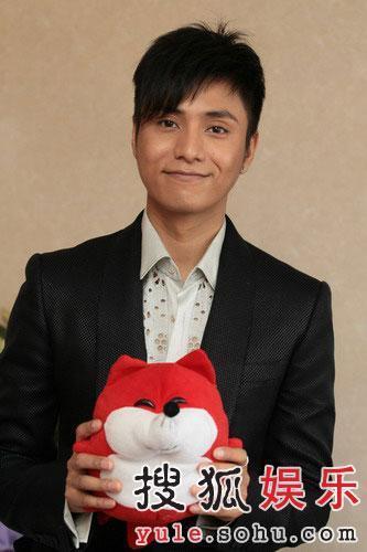 图:陈坤与小狐狸合影