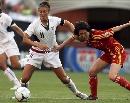 图文:[女足]中国0-2美国 浦玮分身乏术