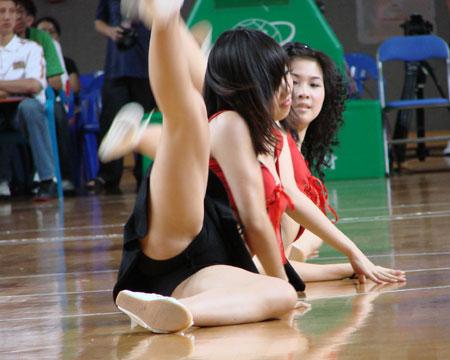 宝贝霹腿 四国赛啦啦队 宝贝热舞走光