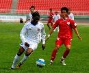 图文:南昌1-0哈尔滨毅腾 南昌外援护球