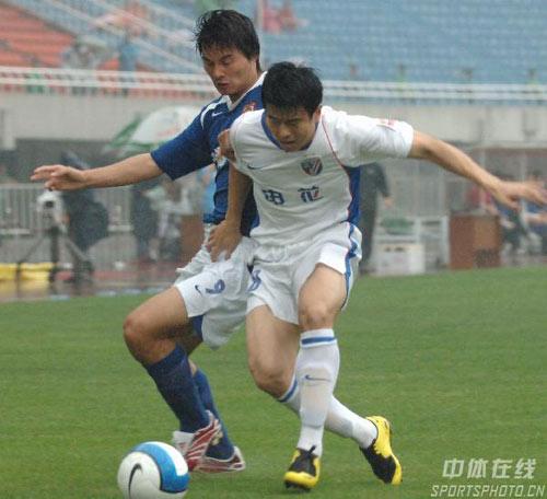图文:[中超]陕西0-2上海申花 孙祥进攻