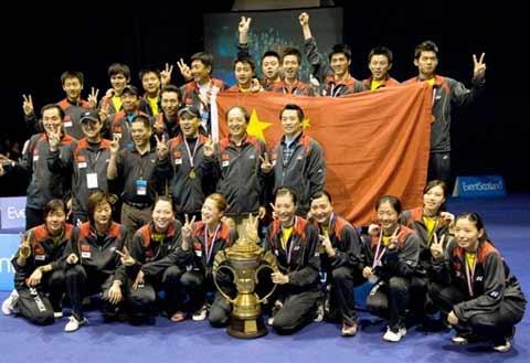 图文:中国队成功卫冕苏迪曼杯 第六次夺冠阵容