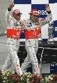 图文:[F1]美国大奖赛决赛 迈凯轮车手并肩走