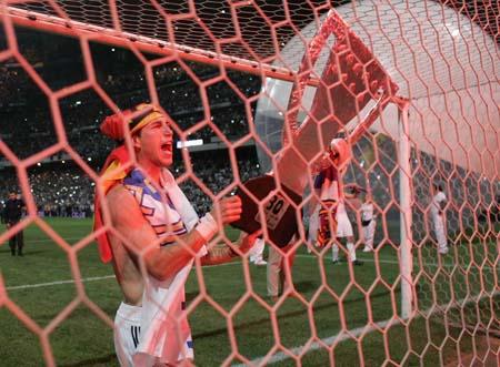 图文:皇马3-1马洛卡夺冠 拉莫斯夺冠怒吼