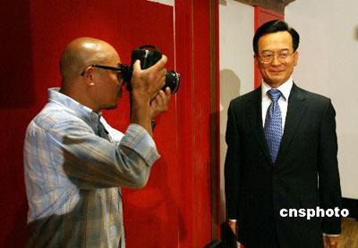 图为中国国务院总理温家宝蜡像。