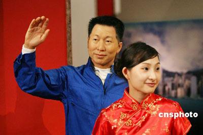 图为中国首位太空人杨利伟蜡像。