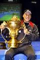 图文:中国队成功卫冕苏杯 李永波在颁奖仪式上