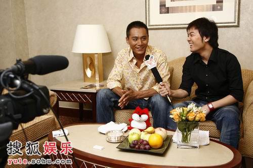 图: 刘烨与搜狐当家主播黄锐