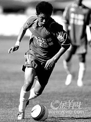 青岛队刘健本场比赛表现出色,上半场攻进一球