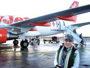乘客RUIRUI说,虽然廉价航空票价便宜,但机上的瓶装水等需要付费。(资料图片)