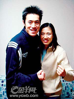 汤淼与妻子周苏红的合照
