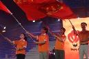 图文:奥运城市志愿者招募主题活动 挥动旗帜