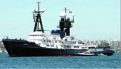 """一对新人将在私家游艇""""Arctic P""""号上举行婚礼。"""